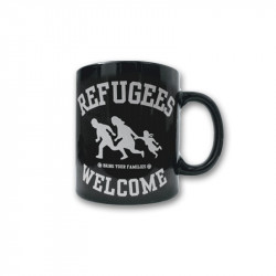 Refugees Welcome - Black - Kaffeebecher
